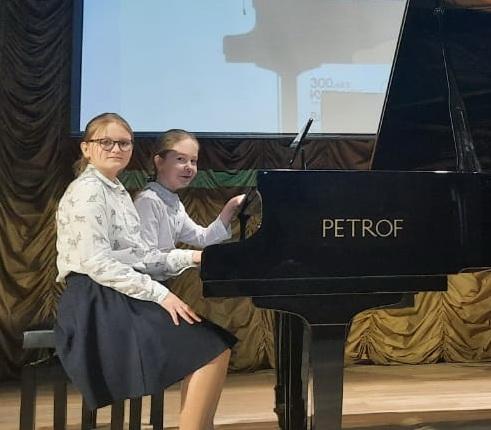 Дузенко Екатерина,  Фролова Елизавета  и