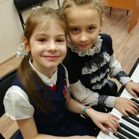 Турова  Ульяна  и Мельникова  Ольга