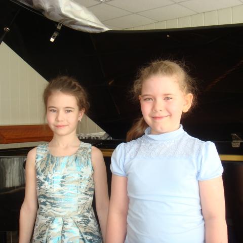 Бабкина Полина и Семёнова Арина