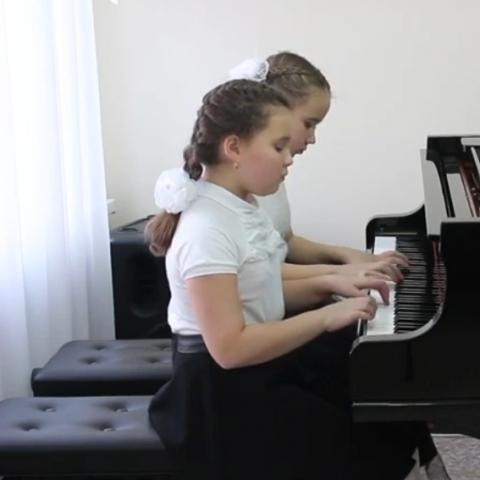 Новокшонова Алиса, Вахрушева Вера