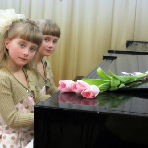 Леонтьева Анастасия и Леонтьева Полина