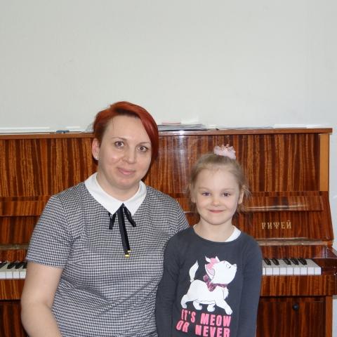 Поповцева Ева, Ушкова Елена Сергеевна