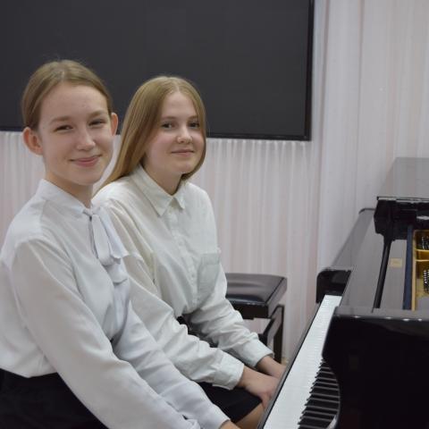 Топанова Ксения, Санатина Анастасия