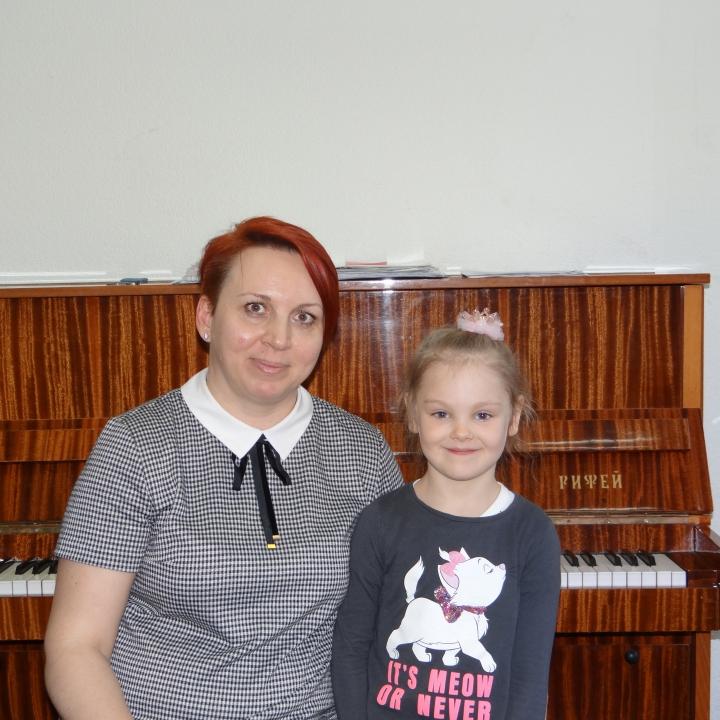 Поповцева Ева, Ушкова Елена Сергеевна и